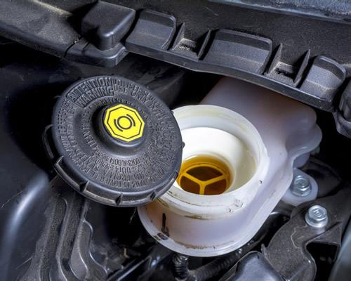 Quando devo trocar o fluido de freio do carro?