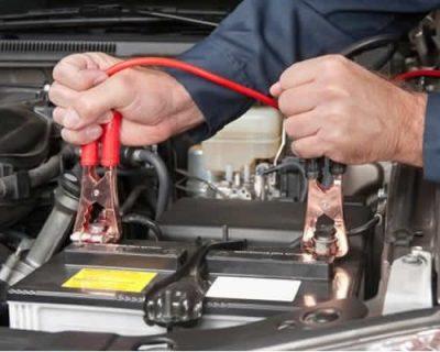 Como posso recarregar a bateria do meu carro?