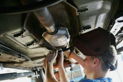 A remoção do catalisador prejudica o rendimento de meu carro?